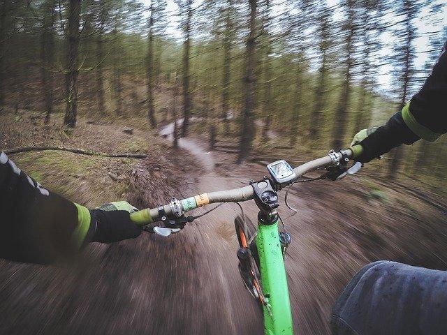 mascara bicicleta contaminacion